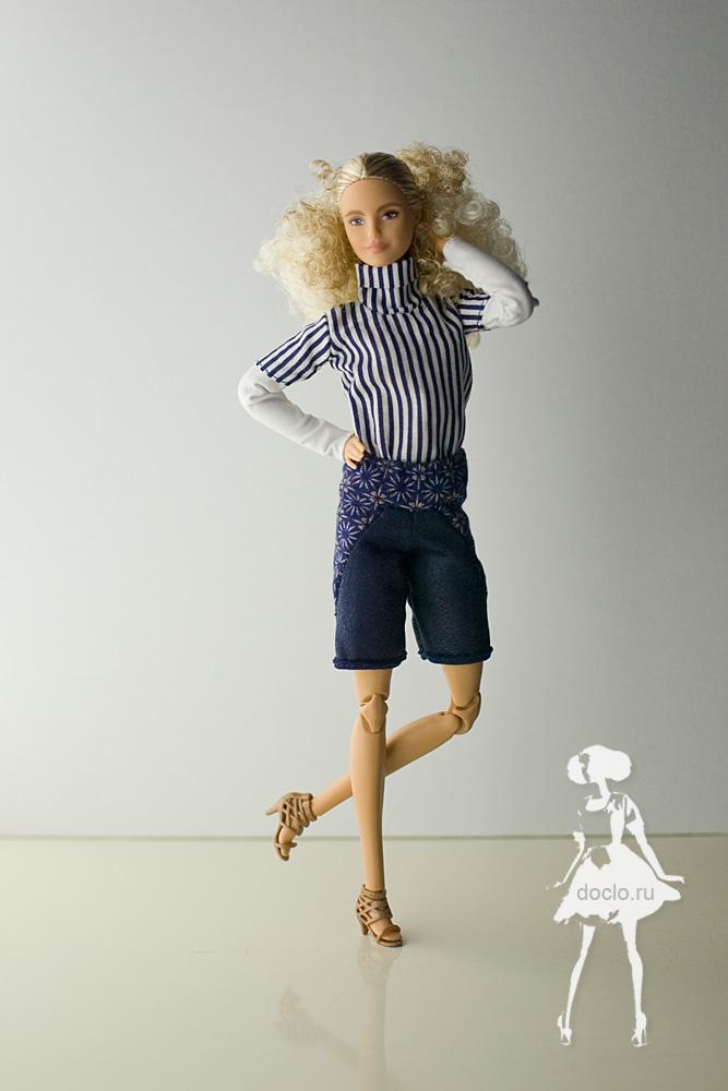 Фотография barbie в шортах и рубашке