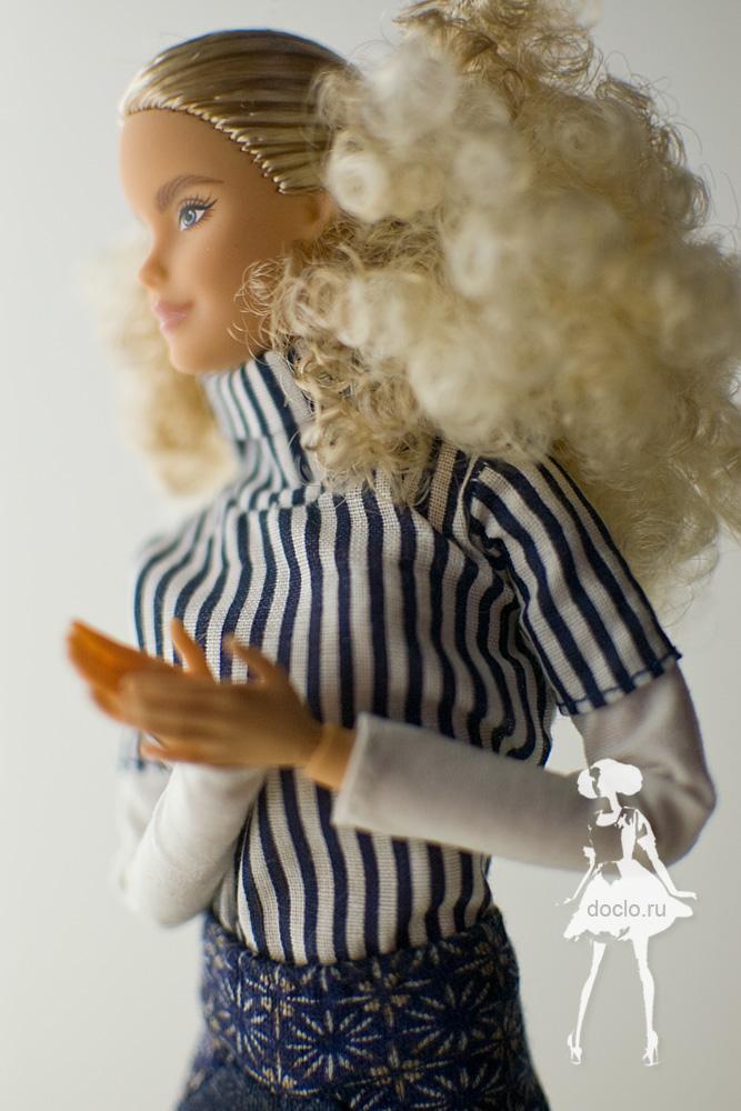 Фотография barbie в рубашке вблизи