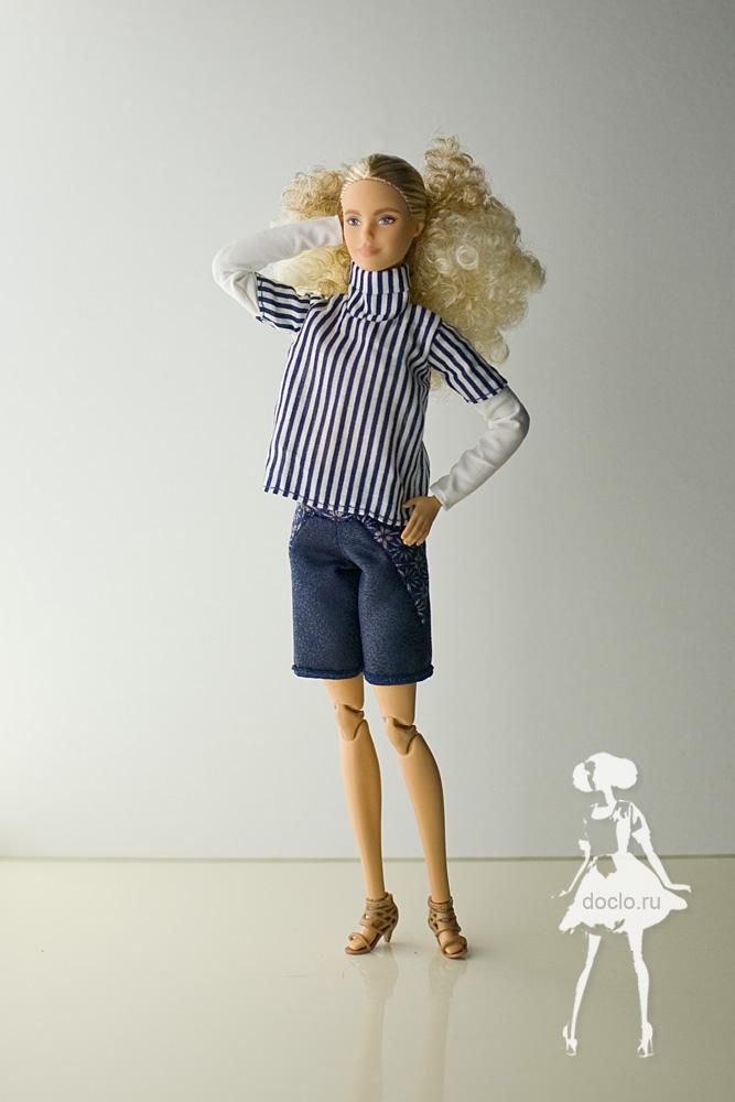 Фотография barbie в рубашке и шортах во весь рост