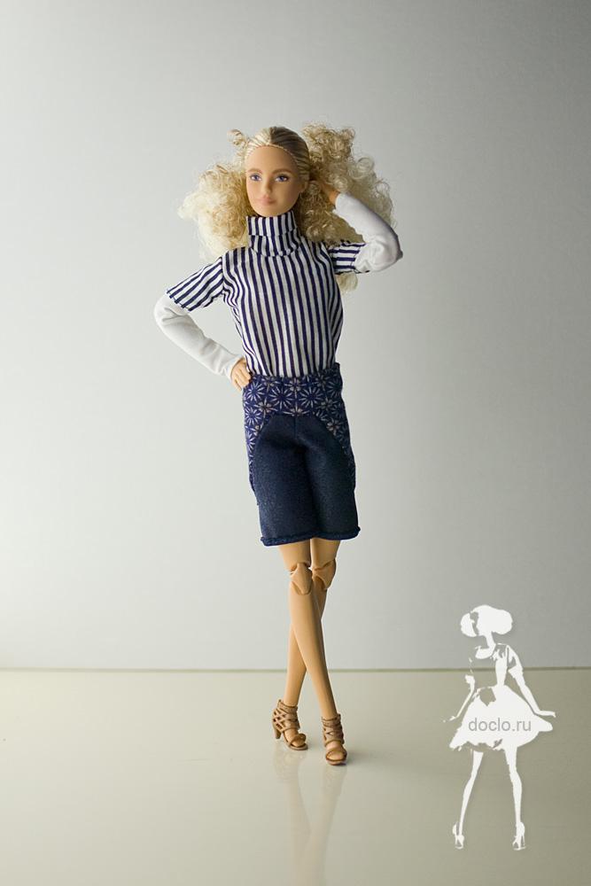 Фото куклы барби в полный рост в рубашке и шортах